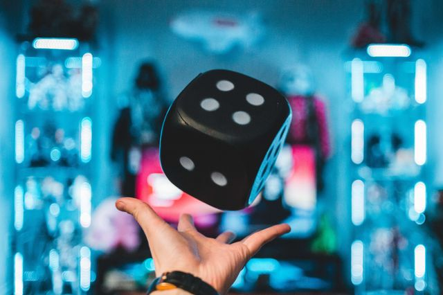 The tech recruitment game: dice in the air